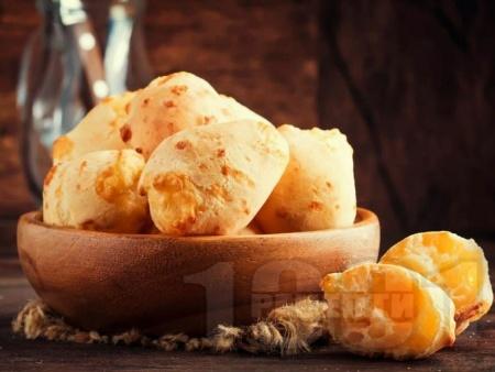 Бразилски бързи хлебчета с брашно от тапиока и пармезан - снимка на рецептата